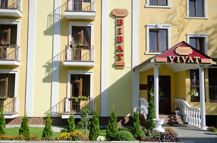 Готель «Віват» влітку